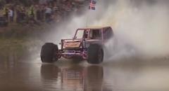 車が水上を爆走しちゃうフォーミュラ・オフロードのウォータースキッピング大会
