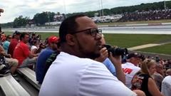 ガタイがいい男性 初めてドラッグレースを見る