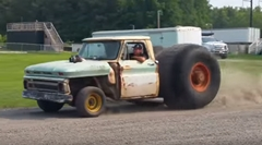 後輪だけすごすぎるトラックwwww