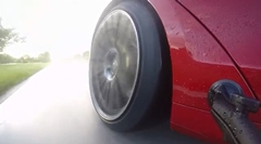 ウェット路面でも速い!テスラ モデルS P100D 0-96km/h 2.7秒動画