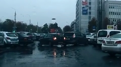 バカとバカが同じタイミングで駐車場から出るとこうなる