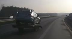 インプレッサを乗せたトレーラーが外れちゃったアクシデント動画
