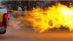 ジェットエンジンの炎で七面鳥を焼いてみたwww