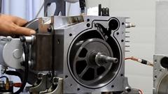 ローターを2個使ったセパレーテッドローターリーエンジンの仕組みがわかる動画