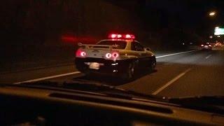 関越自動車道でスカイライン R34 GT-Rのパトカーを見つけた外人大興奮の巻