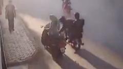 ひったくられスクーター女子が犯人を必死で追いかける動画