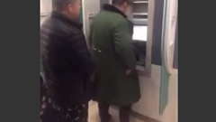 ATM の暗証番号を絶対のぞき見されないようにする男www