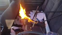 寒いからプロパンガスに火つけたろ!ワイルドすぎるヒーターをつけた車が現れたwwww