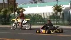 モトクロッサー vs ミッションカート 公道加速対決動画