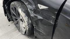 テスラ モデルS のオートパイロット 道路工事による車線変更を認識できずクラッシュ