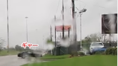 フォード マスタングがランボルギーニディーラーに突っ込んじゃう動画