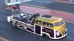 ゼロヨンを7.6秒で駆け抜ける激速VWバス
