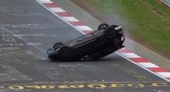 攻めすぎたホンダ シビック タイプR がニュルで横転クラッシュしちゃう動画