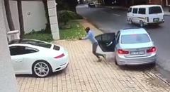 強盗に襲われるも超早い逃げ足を見せるポルシェ 911