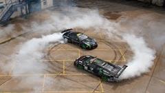 ランボルギーニ ムルシエラゴと日産 GT-Rとジープトラックが超絶ドリフトしちゃう動画