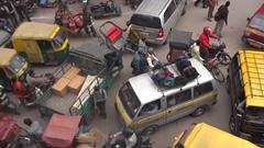 まったく動ける気がしないインドの渋滞道路