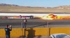 ジェットドラッグスターの炎で車を燃やしちゃう動画