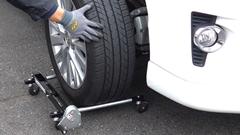 タイヤ交換の強い味方 タイヤリフター