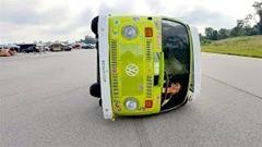 VWバスを横向きにしちゃった横転カー