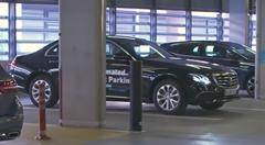 メルセデスベンツの無人駐車システム実証映像