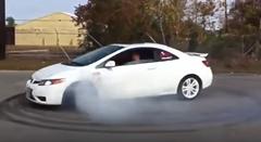 前輪駆動車でドーナツターンをする方法がわかる動画