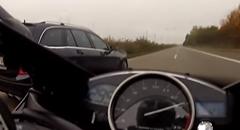 ヤマハ R1 vs C63 AMG アウトバーン 300km/hバトル動画