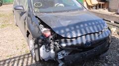 トヨタ プリウスの事故車を修理するロシアの板金職人動画