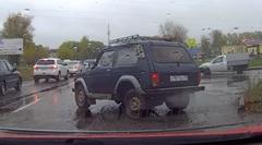 何があった?前の車が突然クラッシュしちゃう動画