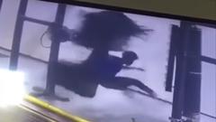 洗車ブラシに巻き込まれちゃうクルクル動画