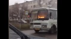 バスが燃えながら走ってるぞ!っていう動画
