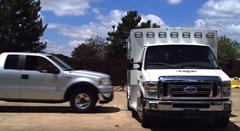 救急車にピックアップトラックをぶつけるクラッシュテスト動画