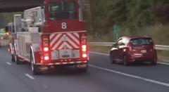 なんか面白い消防車の車線変更