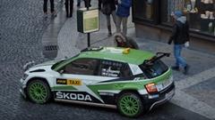 タクシー待ってたらラリーカーのシュコダ ファビア R5 がやってきた!