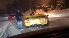 ランボルギーニ カウンタックで雪道を走ってみた→スタック