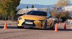 レクサス L500h、アウディ TT RS、AMG GT C ロードスター、BMW 4シリーズのエルクテストを見てよう