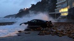 冬の嵐エレノアに襲われて泣き叫ぶ日産 GT-R