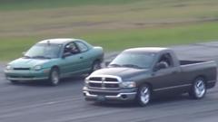 レースに負けたピックアップトラッカーが逆上しちゃう動画