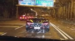 3億円のハイパーカー アポロ IE の公道走行動画