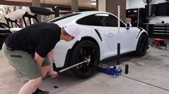 ポルシェ 991 GT3 RS のセンターロックを外すよ → クソかてー!