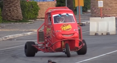 スゲー!600ccのエンジンを積んだ3輪車APEの超絶ドラテク動画