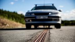 スウェーデンが世界初の充電しながら走れる道路を作る