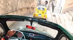 フィアット500がシチリア島の細い路地を走りまわっちゃう動画