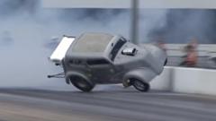 ドラッグカー「バーンアウトでタイヤを温めてレースに備えるよ」→クラッシュ