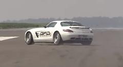 990馬力のメルセデス SLS AMG ドラッグレースから逃走するの巻