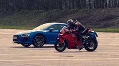 アウディ R8 V10 vs ドゥカティ パニガーレ V4 加速対決動画