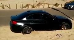 BMW M3 がビーチでスタックしちゃった動画