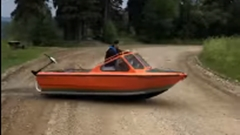 ボートなのに道路を渡っちゃう動画
