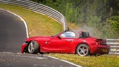 BMW Z4 M ロードスターがニュルでクラッシュしちゃう動画