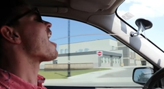運転中でもワンタッチで安全にドリンクが飲めるインプレッサwwww