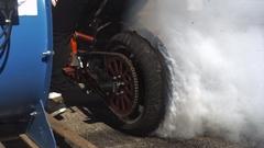 タイヤがバーストする瞬間をハイスピードカメラで撮影してみた動画